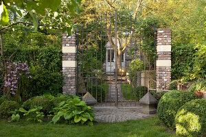 Bildnr.: 11223740<br/><b>Feature: 11223710 - Formvollendet</b><br/>Heerenhof, ein idyllischer Garten in Maastricht<br />living4media / Pietrek, Sibylle