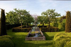 Bildnr.: 11223760<br/><b>Feature: 11223710 - Formvollendet</b><br/>Heerenhof, ein idyllischer Garten in Maastricht<br />living4media / Pietrek, Sibylle