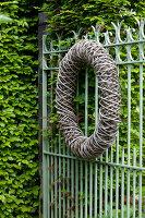 Bildno.: 11223838<br/><b>Feature: 11223835 - Woman's Touch</b><br/>Lush garden in the Netherlands<br />living4media / Pietrek, Sibylle
