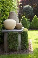 Bildno.: 11223842<br/><b>Feature: 11223835 - Woman's Touch</b><br/>Lush garden in the Netherlands<br />living4media / Pietrek, Sibylle