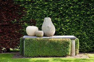 Bildno.: 11223848<br/><b>Feature: 11223835 - Woman's Touch</b><br/>Lush garden in the Netherlands<br />living4media / Pietrek, Sibylle
