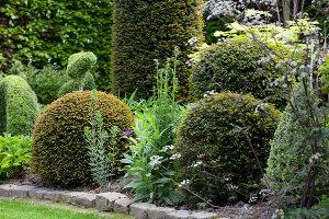 Bildno.: 11223874<br/><b>Feature: 11223835 - Woman's Touch</b><br/>Lush garden in the Netherlands<br />living4media / Pietrek, Sibylle