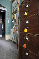 Bildno.: 11229088<br/><b>Feature: 11229069 - Upcycling is the Key</b><br/>Vintage and upcycled finds fill this Brighton Flat in the U. K.<br />living4media / Wood, Emma