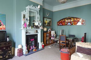 Bildno.: 11229090<br/><b>Feature: 11229069 - Upcycling is the Key</b><br/>Vintage and upcycled finds fill this Brighton Flat in the U. K.<br />living4media / Wood, Emma