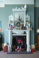 Bildno.: 11229092<br/><b>Feature: 11229069 - Upcycling is the Key</b><br/>Vintage and upcycled finds fill this Brighton Flat in the U. K.<br />living4media / Wood, Emma