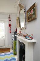 Bildno.: 11229114<br/><b>Feature: 11229069 - Upcycling is the Key</b><br/>Vintage and upcycled finds fill this Brighton Flat in the U. K.<br />living4media / Wood, Emma