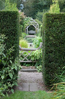 Bildno.: 11247202<br/><b>Feature: 11247147 - A Garden with Tradition</b><br/>Extensive garden surrounding a 16th century house<br />living4media / Herwig, Modeste