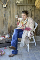 Bildno.: 11250972<br/><b>Feature: 11250960 - Tea and Sympathy</b><br/>Tea time in a rustic environment<br />living4media / Revier 51