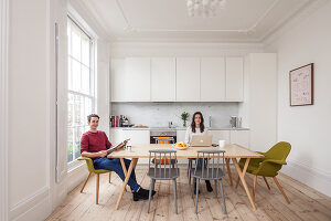 Bildno.: 11262652<br/><b>Feature: 11262646 - Low Budget -- High Style</b><br/>Transforming a London studio into a one-bedroom wonder<br />living4media / Simon Maxwell Photography