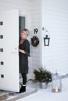 Bildno.: 11282244<br/><b>Feature: 11282243 - Home for Christmas</b><br/>Christmas decorating Swedish style<br />living4media / IBL Bildbyra AB / Angelica, S&#246;derberg