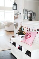 Bildno.: 11282250<br/><b>Feature: 11282243 - Home for Christmas</b><br/>Christmas decorating Swedish style<br />living4media / IBL Bildbyra AB / Angelica, S&#246;derberg