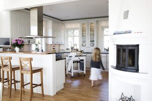 Bildno.: 11284040<br/><b>Feature: 11284037 - Contemporary Country Kitchen</b><br/>A Swedish couple chose to redesign their kitchen in Swedish country style<br />living4media / IBL Bildbyra AB / Angelica, S&#246;derberg
