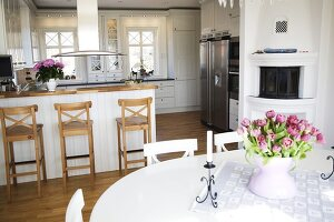 Bildno.: 11284042<br/><b>Feature: 11284037 - Contemporary Country Kitchen</b><br/>A Swedish couple chose to redesign their kitchen in Swedish country style<br />living4media / IBL Bildbyra AB / Angelica, S&#246;derberg