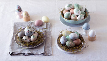 Bildno.: 11289984<br/><b>Feature: 11289981 - Pastel Eggs</b><br/>Use natural colours and decals to create delicate and beautiful Easter eggs<br />living4media / Great Stock!