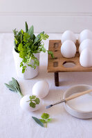 Bildno.: 11289996<br/><b>Feature: 11289981 - Pastel Eggs</b><br/>Use natural colours and decals to create delicate and beautiful Easter eggs<br />living4media / Great Stock!