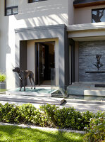 Bildno.: 11294724<br/><b>Feature: 11294679 - Return to Glamour</b><br/>From drab to glamorous in Camps Bay<br />living4media / Great Stock!