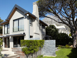 Bildno.: 11294730<br/><b>Feature: 11294679 - Return to Glamour</b><br/>From drab to glamorous in Camps Bay<br />living4media / Great Stock!