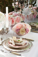 Bildno.: 11295680<br/><b>Feature: 11295646 - The Way of the Rose</b><br/>Festive d&#233;cor using roses<br />living4media / Great Stock!