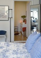 Bildno.: 11302252<br/><b>Feature: 11302230 - Swedish Sophistication</b><br/>Swedish home decorated with objects from all over the world<br />living4media / IBL Bildbyra AB / Ericsson, Peter