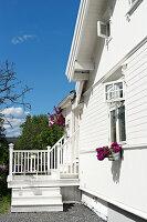 Bildnr.: 11303502<br/><b>Feature: 11303430 - Pastell-Palast</b><br/>Romantik, Moderne und Nostalgie im Hause des Urgro&#223;vaters, Norwegen<br />living4media / M&#246;ller, Cecilia