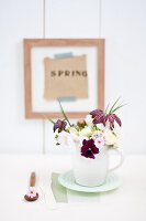 Bildno.: 11305820<br/><b>Feature: 11305818 - A Bit of Flower Power</b><br/>Decorating with spring flowers<br />living4media / Weber, Cornelia