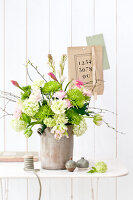 Bildno.: 11305856<br/><b>Feature: 11305840 - The Greening Touch</b><br/>Green flowers add a special kick to any room<br />living4media / Weber, Cornelia