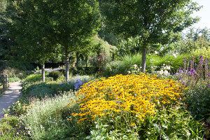 Bildnr.: 11306130<br/><b>Feature: 11306129 - Die feine englische Art</b><br/>Traumgarten im Englischen Stil, Belgien<br />living4media / Herwig, Modeste