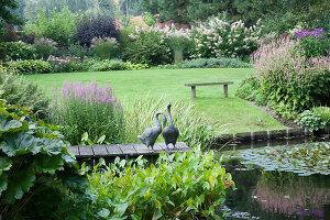 Bildnr.: 11306142<br/><b>Feature: 11306129 - Die feine englische Art</b><br/>Traumgarten im Englischen Stil, Belgien<br />living4media / Herwig, Modeste