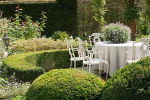 Bildnr.: 11306150<br/><b>Feature: 11306129 - Die feine englische Art</b><br/>Traumgarten im Englischen Stil, Belgien<br />living4media / Herwig, Modeste