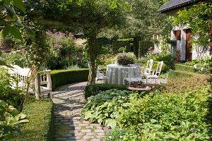 Bildnr.: 11306154<br/><b>Feature: 11306129 - Die feine englische Art</b><br/>Traumgarten im Englischen Stil, Belgien<br />living4media / Herwig, Modeste