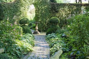 Bildnr.: 11306170<br/><b>Feature: 11306129 - Die feine englische Art</b><br/>Traumgarten im Englischen Stil, Belgien<br />living4media / Herwig, Modeste