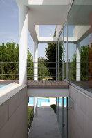 Bildnr.: 11321708<br/><b>Feature: 11321705 - Ein architektonischer W&#252;rfel</b><br/>Selbstdesigntes Haus mit ausgedehntem Aussenbereich f&#252;r die Freizeit, Italien<br />living4media / Rizzi, Laura