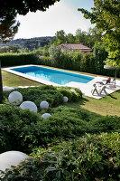 Bildnr.: 11321716<br/><b>Feature: 11321705 - Ein architektonischer W&#252;rfel</b><br/>Selbstdesigntes Haus mit ausgedehntem Aussenbereich f&#252;r die Freizeit, Italien<br />living4media / Rizzi, Laura