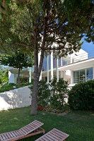Bildnr.: 11321720<br/><b>Feature: 11321705 - Ein architektonischer W&#252;rfel</b><br/>Selbstdesigntes Haus mit ausgedehntem Aussenbereich f&#252;r die Freizeit, Italien<br />living4media / Rizzi, Laura