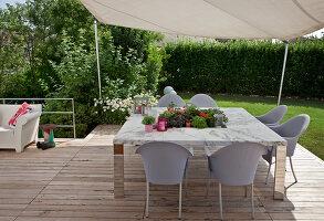 Bildnr.: 11321732<br/><b>Feature: 11321705 - Ein architektonischer W&#252;rfel</b><br/>Selbstdesigntes Haus mit ausgedehntem Aussenbereich f&#252;r die Freizeit, Italien<br />living4media / Rizzi, Laura