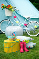 Bildno.: 11321814<br/><b>Feature: 11321802 - Camping In</b><br/>Camping is the inspiration for this romantic garden setting<br />living4media / Heinze, Winfried