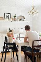 Bildnr.: 11321988<br/><b>Feature: 11321942 - Grafisches Nordlicht</b><br/>Modern, kreativ und schwarz-wei&#223;: So lebt eine junge Familie in Schweden<br />living4media / M&#246;ller, Cecilia