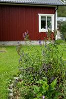 Bildnr.: 11321996<br/><b>Feature: 11321942 - Grafisches Nordlicht</b><br/>Modern, kreativ und schwarz-wei&#223;: So lebt eine junge Familie in Schweden<br />living4media / M&#246;ller, Cecilia