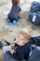 Bildnr.: 11323194<br/><b>Feature: 11323095 - Auf demTeppich bleiben!</b><br/>Die Kelim-Teppiche dieser charismatischen Familie sind selbst importiert, NL<br />living4media / de Kleermaeker, Anouk