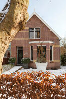 Bildno.: 11324942<br/><b>Feature: 11324941 - Dutch Christmas</b><br/>Christmas decorations are cool and elegant in this Dutch home<br />living4media / Klazinga, Jansje