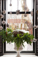 Bildno.: 11324950<br/><b>Feature: 11324941 - Dutch Christmas</b><br/>Christmas decorations are cool and elegant in this Dutch home<br />living4media / Klazinga, Jansje