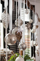 Bildno.: 11324954<br/><b>Feature: 11324941 - Dutch Christmas</b><br/>Christmas decorations are cool and elegant in this Dutch home<br />living4media / Klazinga, Jansje