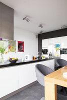 Bildno.: 11326362<br/><b>Feature: 11326350 - Guiding LIne</b><br/>Total revamp of house in Holland<br />living4media / Klazinga, Jansje