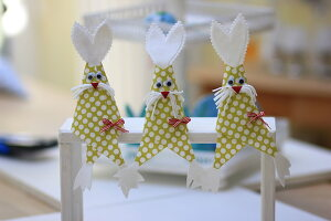 Bildno.: 11330210<br/><b>Feature: 11330203 - Welcoming the Easter Bunny</b><br/>Decorate for the Easter holidays using coloured eggs and miniature rabbits<br />living4media / Laing, Ruth