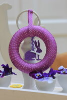 Bildno.: 11330238<br/><b>Feature: 11330203 - Welcoming the Easter Bunny</b><br/>Decorate for the Easter holidays using coloured eggs and miniature rabbits<br />living4media / Laing, Ruth