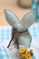 Bildno.: 11330254<br/><b>Feature: 11330203 - Welcoming the Easter Bunny</b><br/>Decorate for the Easter holidays using coloured eggs and miniature rabbits<br />living4media / Laing, Ruth