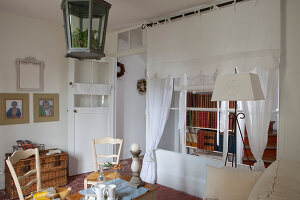 Bildno.: 11341814<br/><b>Feature: 11341795 - Celine&#39;s Dream</b><br/>Nineteenth century house and shop in Andresy, France<br />living4media / Hallot, Olivier