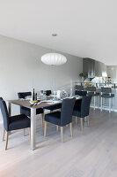 Bildno.: 11342682<br/><b>Feature: 11342672 - Norwegian Glamour</b><br/>Sleek and sumptuous home in Gj&#248;vik, Norway<br />living4media / Annette &amp; Christian
