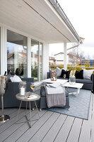 Bildno.: 11342696<br/><b>Feature: 11342672 - Norwegian Glamour</b><br/>Sleek and sumptuous home in Gj&#248;vik, Norway<br />living4media / Annette &amp; Christian