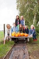 Bildno.: 11345910<br/><b>Feature: 11345897 - Pumpkin Party</b><br/>Pumpkins and Jack-o&#39;-Lanterns<br />living4media / Klazinga, Jansje
